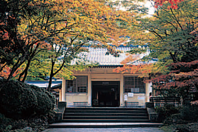 aef394989 ... other valuable items that have been passed down through the temples of  Koyasan, including the main temple, through the generations. The elegant  building ...
